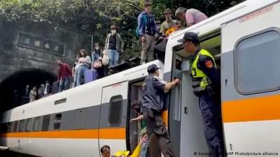 Τραγωδία στην Ταϊβάν - Τουλάχιστον 36 νεκροί από εκτροχιασμό τρένου