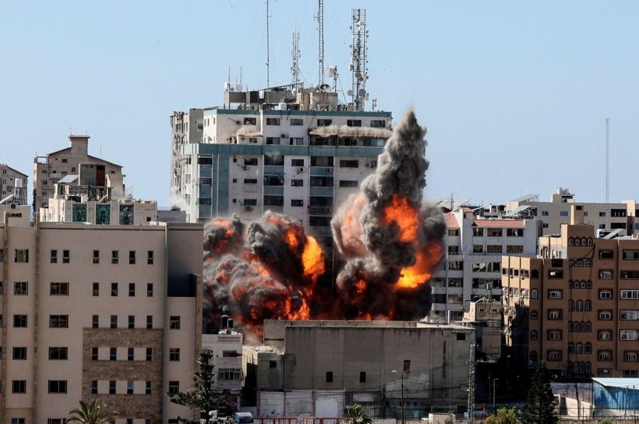 Κόλαση πολέμου στη Μέση Ανατολή – Στους 145 οι νεκροί  -  Βομβαρδίστηκε κτίριο που στεγάζει το Al Jazeera και το AP