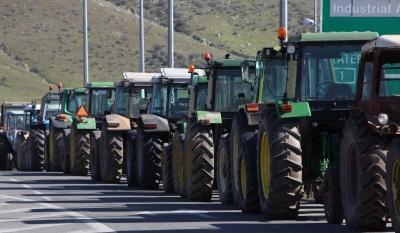 Ζεσταίνουν τα τρακτέρ τους οι αγρότες σε Αιτωλοακαρνανία και Ηλεία - Έτοιμοι να κλείσουν την εθνική οδό