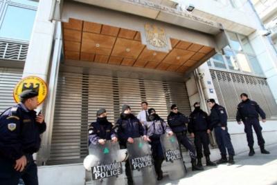Έξι συλλήψεις για επίθεση εναντίον αστυνομικών κοντά στην πρεσβεία της Γερμανίας στην Αθήνα