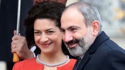 Nagorno Karabakh: Στην πρώτη γραμμή της μάχης και η σύζυγος του Αρμένιου πρωθυπουργού
