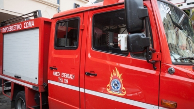 Μεγάλη φωτιά σε κτήριο στον Πειραιά σε κατοικημένη περιοχή