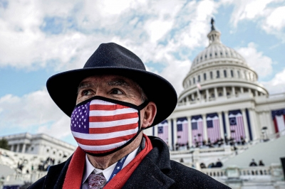 ΗΠΑ: Η μάσκα διχάζει τους Αμερικανούς - Εμβόλιο ή τεστ για τους εκπαιδευτικούς στην Καλιφόρνια