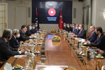 O Erdogan υποστηρίζει την κυβέρνηση της Λιβύης, νέα συνάντηση με Sarraj... που αποχωρεί
