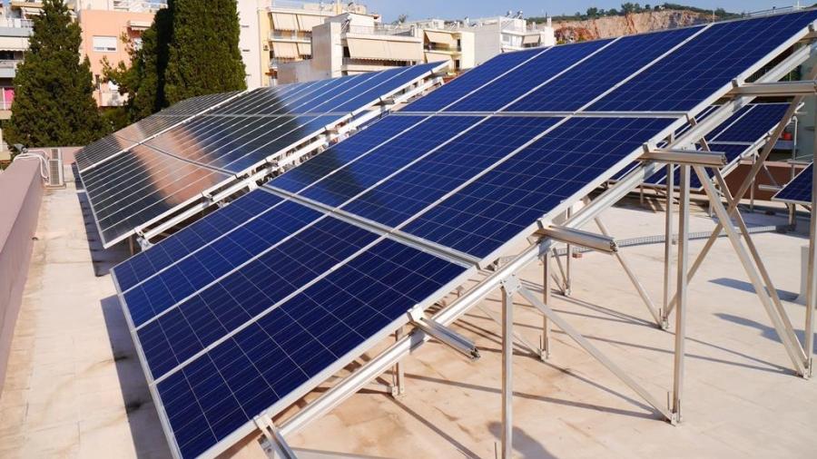 Επανεκκινούν τα φωτοβολταϊκά στις στέγες- Ερωτηματικό οι ενεργειακές κοινότητες