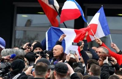 Η επιστολή των 1.000 στρατιωτικών στον Macron αποκαλύπτει τα βαθιά ρήγματα της «διχασμένης Γαλλίας»