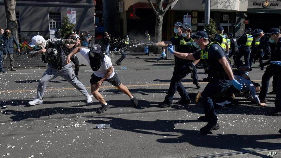 Επεισοδιακές διαδηλώσεις κατά του lockdown στην Αυστραλία – Εκατοντάδες συλλήψεις και τραυματίες