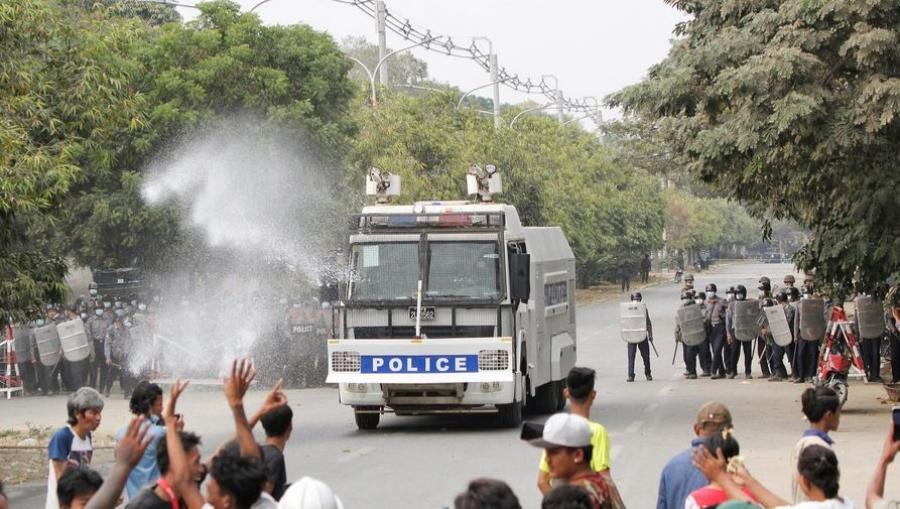 Μιανμάρ: Αιματηρή καταστολή με δύο νεκρούς και 30 τραυματίες