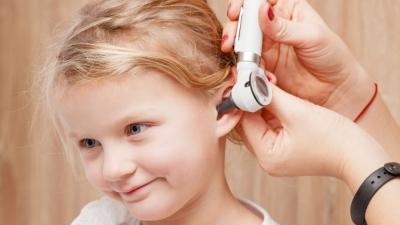 Καλοκαιρινά μπάνια και εξωτερική ωτίτιδα στα παιδιά