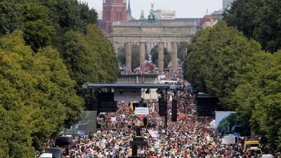 Γερμανία: Κυρώθηκαν εν μέσω σφοδρών αντιδράσεων οι υπερξουσίες της ομοσπονδιακής κυβέρνησης σε περίπτωση πανδημίας
