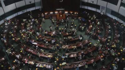 Μαζική παραίτηση βουλευτών στο Χονγκ Κονγκ