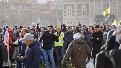 Ολλανδική «εξέγερση» κατά του lockdown: Δεκάδες συλλήψεις και χιλιάδες πρόστιμα από την αστυνομία