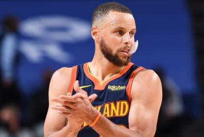 Υπογράφει νέο συμβόλαιο με τους Warriors ο Curry