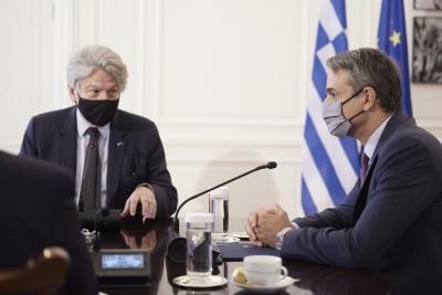 Μητσοτάκης σε Επίτροπο Breton: Έχουμε εμβόλια για κάθε Ευρωπαίο - Η πρόκληση είναι να πείσουμε τους πολίτες