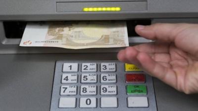 Σε ισχύ από σήμερα 4/6 οι νέες ρυθμίσεις για τα capital controls – Στα 5.000 ευρώ το μηνιαίο ποσό ανάληψης