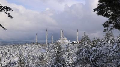 Στα «λευκά» ντύθηκε και η Κωνσταντινούπολη - Έντονες χιονοπτώσεις στην Τουρκία