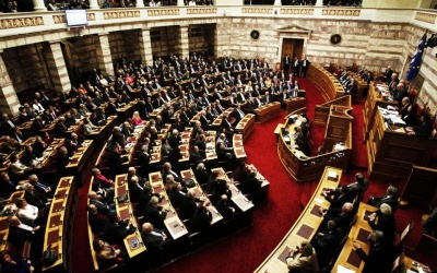 Ψηφίστηκε άνετα με 154 ψήφους υπέρ ο προϋπολογισμός αλλά παραμένει «γρίφος» η αριθμητική της συμφωνίας των Πρεσπών
