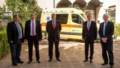 Η Attica Bank παρέδωσε στο ΕΚΑΒ ένα ασθενοφόρο