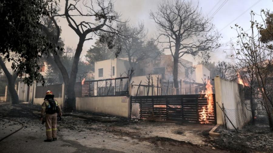 Φωτιά Βαρυμπόμπη: Στάχτη 12.500 στρέμματα και 76 σπίτια, διάσπαρτες εστίες - Μητσοτάκης: Θετικό η μη απώλεια ζωής