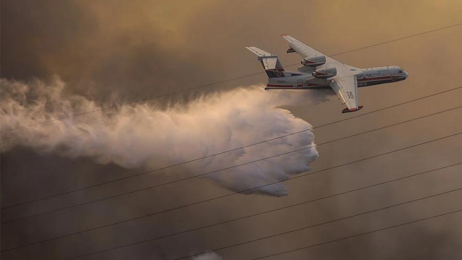 Ανεξέλεγκτη η φωτιά στη Βαρυμπόμπη - Εκκενώνονται περιοχές, μηνύματα από το 112 - Σε κίνδυνο η ηλεκτροδότηση
