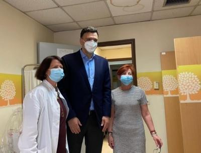 Επίσκεψη Κικίλια στα Κέντρα Υγείας Κεραμεικού και Αθηνών - Ευχές και ένα μεγάλο «ευχαριστώ» στους υγειονομικούς