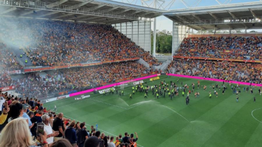 Λανς - Λιλ: Νέα εισβολή οπαδών σε γαλλικό γήπεδο!