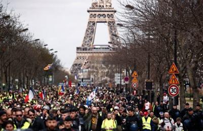 Γαλλία: Με συνθήματα για παραίτηση Macron οι διαδηλώσεις Συνδικάτων και Κίτρινων Γιλέκων για το συνταξιοδοτικό