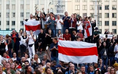 Λευκορωσία: Με αντλίες νερού, δακρυγόνα και συλλήψεις απαντά η αστυνομία στις νέες διαδηλώσεις