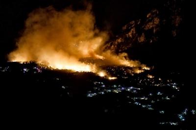 Πυρκαγιά στην ευρύτερη περιοχή των Γερανείων: Βελτιωμένη η εικόνα, διάσπαρτες εστίες – Κάηκαν χιλιάδες στρέμματα και σπίτια